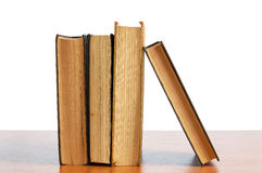 Alte Bücher auf dem Regal Lizenzfreies Stockbild