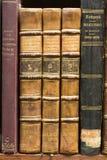 Alte Bücher auf dem Regal Stockbild