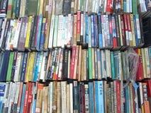 Alte Bücher auf der Flohmarkt Lizenzfreie Stockfotos