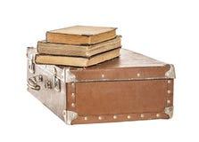 Alte Bücher auf einem alten Koffer Stockfotos