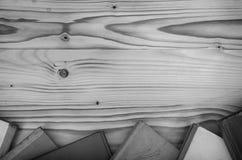 Alte Bücher auf einem Holztisch Stockfotos