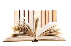 Alte Bücher auf einem weißen Hintergrund Stockbild