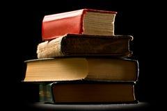 Alte Bücher auf Schwarzem Stockbilder