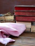 Alte Bücher am Dachboden Stockfotos