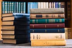 Alte Bücher in der Bibliothek Stockfoto