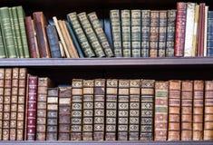 Alte Bücher in der Bibliothek Lizenzfreie Stockfotografie