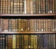 Alte Bücher in der Bibliothek von Coimbra Stockfotos