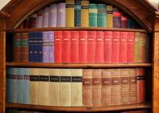 Alte Bücher in der Bibliothek von Prag Lizenzfreie Stockfotos