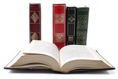 Alte Bücher der Weinlese auf weißem Hintergrund Lizenzfreies Stockfoto