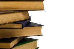 Alte Bücher des Stapels auf einem weißen Hintergrund Stockfotos