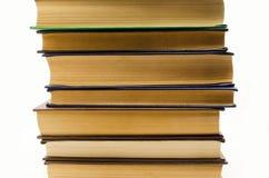 Alte Bücher des Stapels auf einem weißen Hintergrund Lizenzfreie Stockfotografie