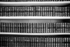 Alte Bücher in einer alten Bibliothek Lizenzfreies Stockbild