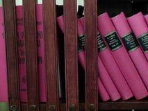 Alte Bücher in einer historischen Bibliothek Stockfotografie
