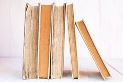 Alte Bücher in einer Reihe Stockfoto
