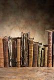 Alte Bücher in Folge Lizenzfreie Stockfotografie