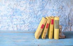 Alte Bücher in Folge, Stockbilder
