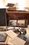 Alte Bücher, Fotos und Korrespondenz lizenzfreie stockbilder
