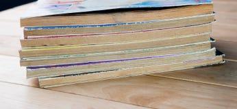 Alte Bücher gestapelt. Stockfotos