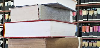 Alte Bücher im Stapel Stockfotos
