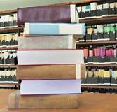 Alte Bücher im Stapel Lizenzfreies Stockfoto