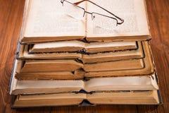 Alte Bücher im Studio Stockfotografie