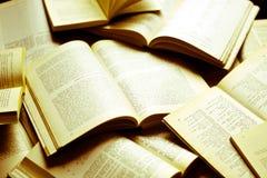 Alte Bücher jetzt gelb gefärbt durch oft Stockfotografie