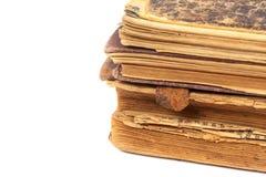Alte Bücher lokalisiert auf einem Weiß Lizenzfreies Stockfoto