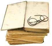 Alte Bücher mit Augengläsern Stockfotos