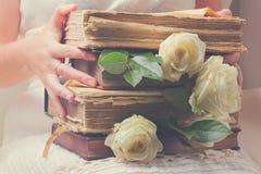Alte Bücher mit Blumen Lizenzfreies Stockbild
