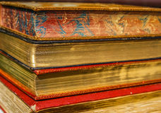 Alte Bücher mit goldenen Seiten Stockbild