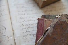Alte Bücher mit Handschrift Stockbilder