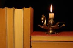 Alte Bücher mit Kerzenständer Stockbild