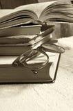 Alte Bücher mit Lesebrille Lizenzfreies Stockfoto