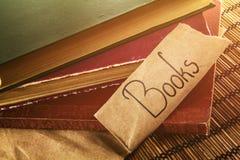 Alte Bücher mit Text Stockbilder