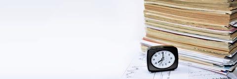 Alte Bücher mit Uhr Lizenzfreie Stockfotografie