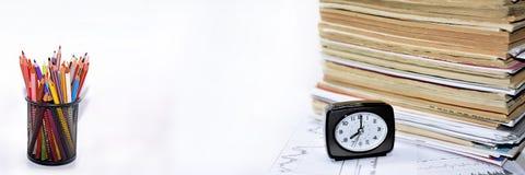 Alte Bücher mit Uhr Lizenzfreies Stockbild