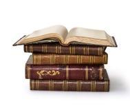 Alte Bücher r über Weiß Lizenzfreie Stockfotografie