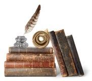 Alte Bücher, Schreibtischgarnitur und Rolle Stockfotografie