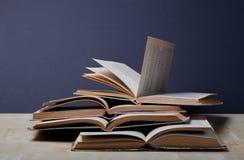 Alte Bücher Selektiver Fokus Flache Schärfentiefe Lizenzfreie Stockbilder