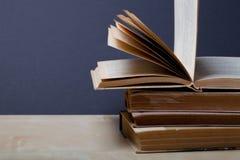 Alte Bücher Selektiver Fokus Flache Schärfentiefe Stockfotografie