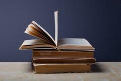 Alte Bücher Selektiver Fokus Flache Schärfentiefe Stockbilder