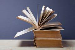 Alte Bücher Selektiver Fokus Flache Schärfentiefe Lizenzfreies Stockbild