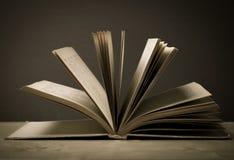 Alte Bücher Selektiver Fokus Flache Schärfentiefe getont Lizenzfreie Stockfotos