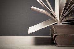 Alte Bücher Selektiver Fokus Flache Schärfentiefe getont Lizenzfreie Stockfotografie