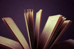 Alte Bücher Selektiver Fokus Flache Schärfentiefe getont Stockbilder