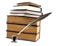 Alte Bücher, Tintetopf und Feder Lizenzfreies Stockfoto