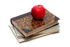 Alte Bücher und Apple Stockbilder