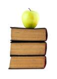 Alte Bücher und Apple Lizenzfreies Stockfoto