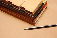 Alte Bücher und Bleistift Lizenzfreie Stockfotos
