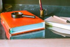 Alte Bücher und Briefpapier Stockfotos